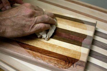 Чем покрыть разделочную доску из дерева?