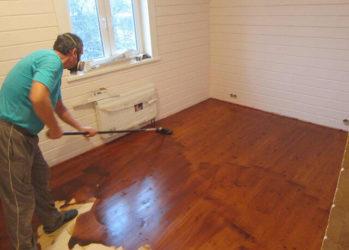Чем лучше покрасить пол в деревянном доме?